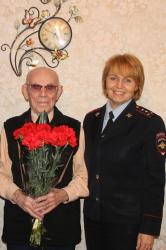 Сотрудники Красногорского ОГИБДД поздравили ветеранов с Днём защитника Отечества.