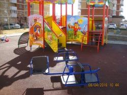 Госадмтехнадзор помог привести детскую площадку в порядок.