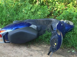 На автодороге, ведущей от поселка Светлые Горы в сторону Пятницкого шоссе, произошло ДТП с участием скутера!