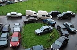 Более 350 автовладельцев привлечены к ответственности за парковку на газонах и детских площадках по итогам недели.