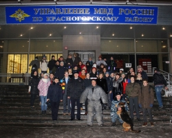"""Сотрудники Красногорской полиции провели акцию """"Студенческий десант"""" для учащихся местного колледжа и 8-9 классов школы №1."""