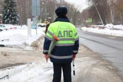 Акцию «Цветочный патруль» провели сотрудники ГИБДД Красногорска в канун Международного женского дня!