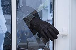 В Красногорске полицейские задержали подозреваемого в краже из квартиры 120 тысяч рублей.