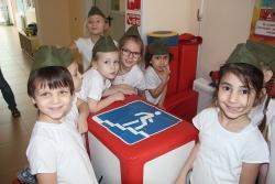 Подмосковные автоинспекторы провели квест по правилам дорожного движения для школьников г.о. Красногорск.