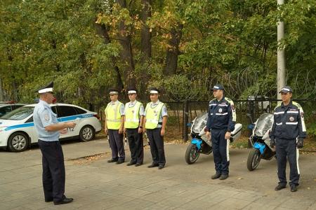 В го Красногорск сотрудники Госавтоинспекции напомнили любителям двухколесных транспортных средств о дорожной безопасности.