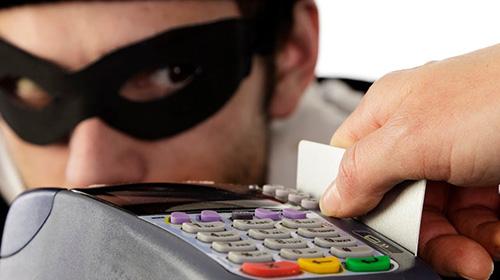 Полицейские Красногорска раскрыли кражу денежных средств с банковской карты.