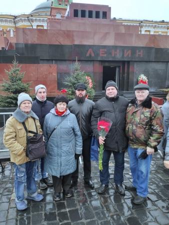 Цветы Ленину или дань уважения идеям!