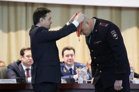 Красногорского полицейского наградили знаком «За доблесть и мужество».