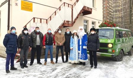 В Красногорске полицейские и общественники присоединились к акции «Полицейский Дед Мороз»