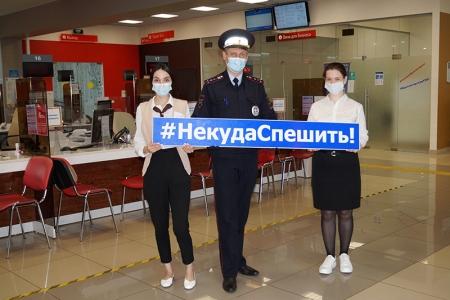 Подмосковные госавтоинспекторы провели правовой ликбез с работниками и посетителями Красногорского МФЦ.