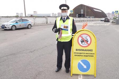 Сотрудники ГИБДД Красногорска поздравили участников дорожного движения с Днём России!