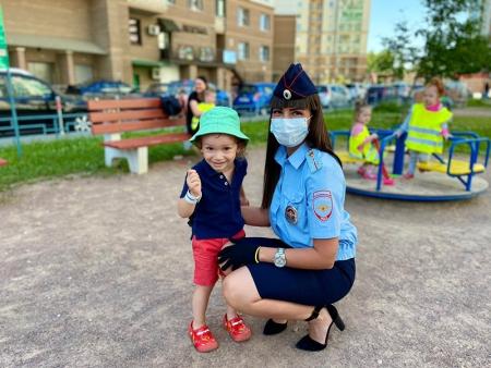 Госавтоинспекция го Красногорск напоминает о недопустимости оставления детей в автомобиле в жаркие дни!!!