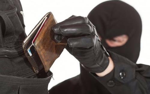 Полицейские Красногорска задержали 21-летнего мужчину подозреваемого в краже кошелька в поселке Нахабино!